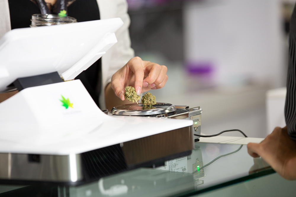 retail-cannabis-weight-scale